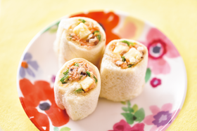 鮭とキノコのチーズロールサンド