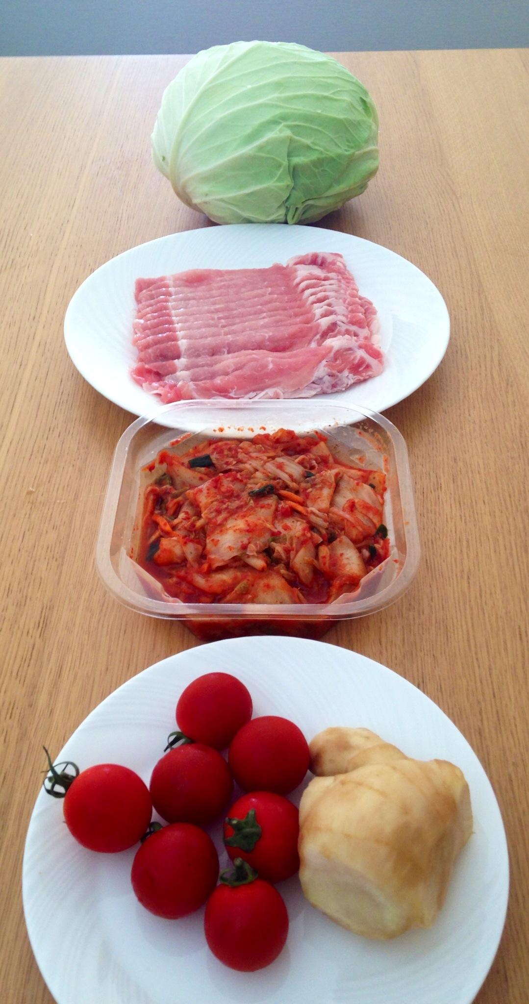 豚肉のキャベツ巻withキムチトマトソース材料